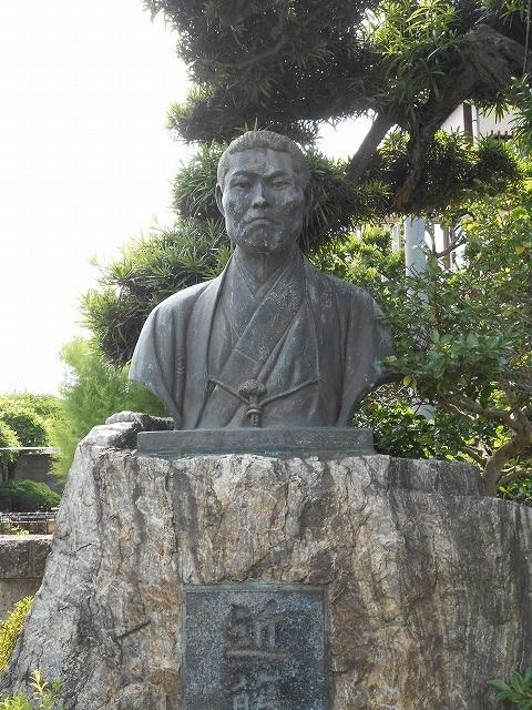 調布 龍源寺の近藤勇像